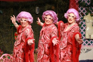 (DETheaterSpotlight) Dame Edna's Annual Family (and Down Under Members) Barbeque