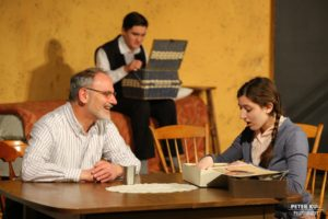 (NewsJournal)'Diary of Anne Frank' takes audience to 1940s Amsterdam